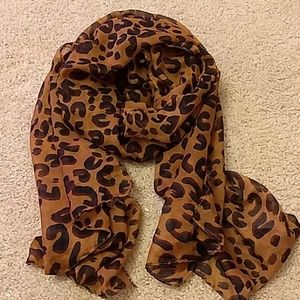 Accessories - 🎉BUNDLE AND SAVE🎉 Leopard print scarf